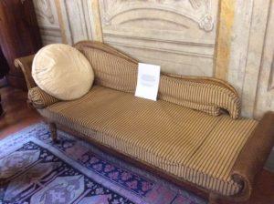 Elizabeth Barrett Browning's couch