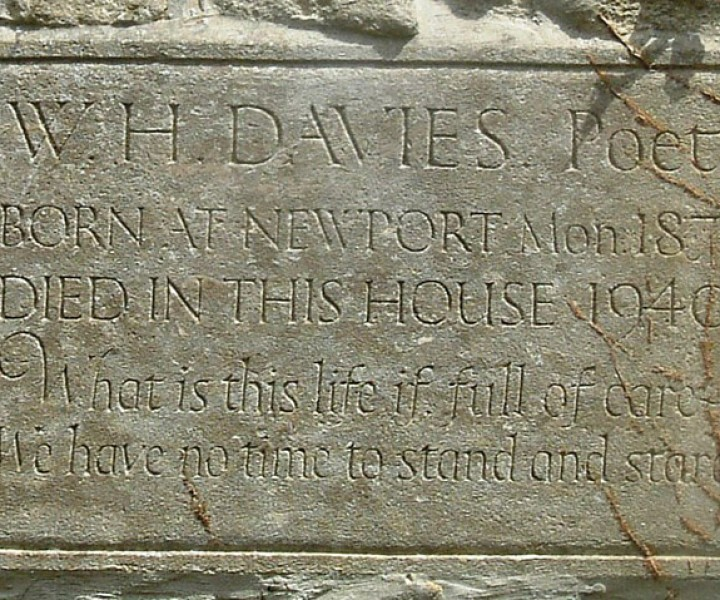 "Plaque on ""Glendower"" at Watledge, Nailsworth, Gloucestershire, commemorating the last home of W. H. Davies. By Martinevans123"