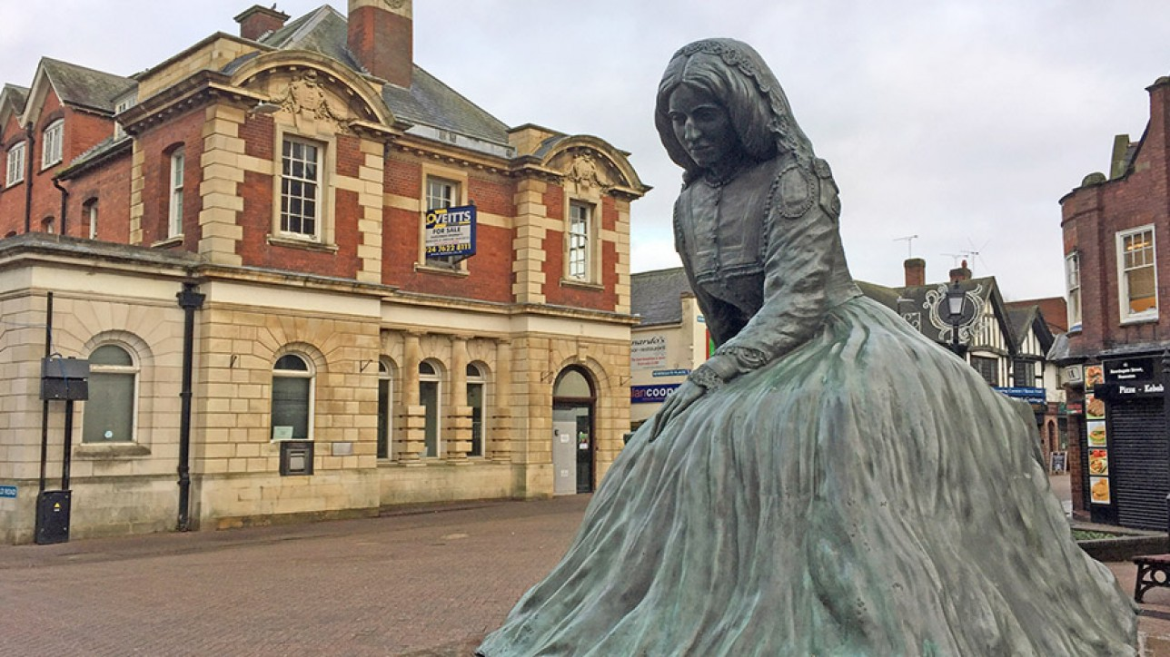 Statue of George Eliot at Nuneaton
